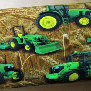 Jersey Traktoren grün im Kornfeld